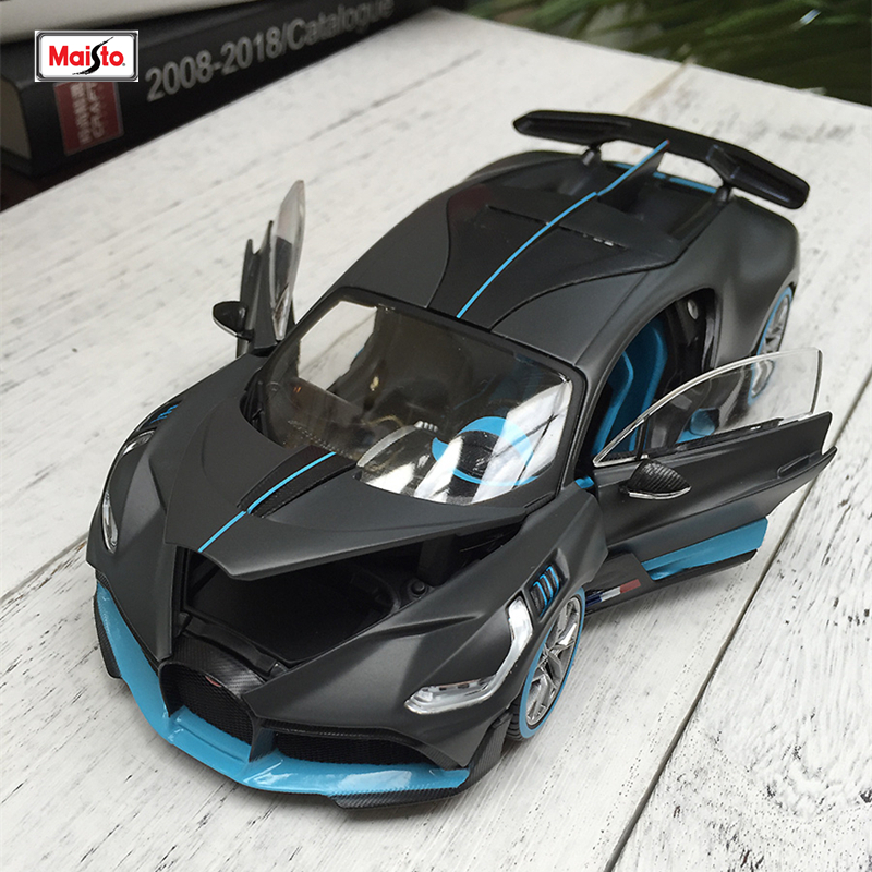 Maisto 1:24 Bugatti Divo Roadster Simulation Alloy Car Model Collection Gift Toy