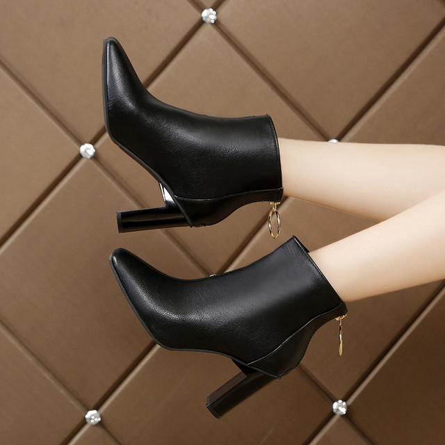 Winter 2019 new Korean version of Joker simple square short boots ring zipper solid color thick heels womens Martins boots