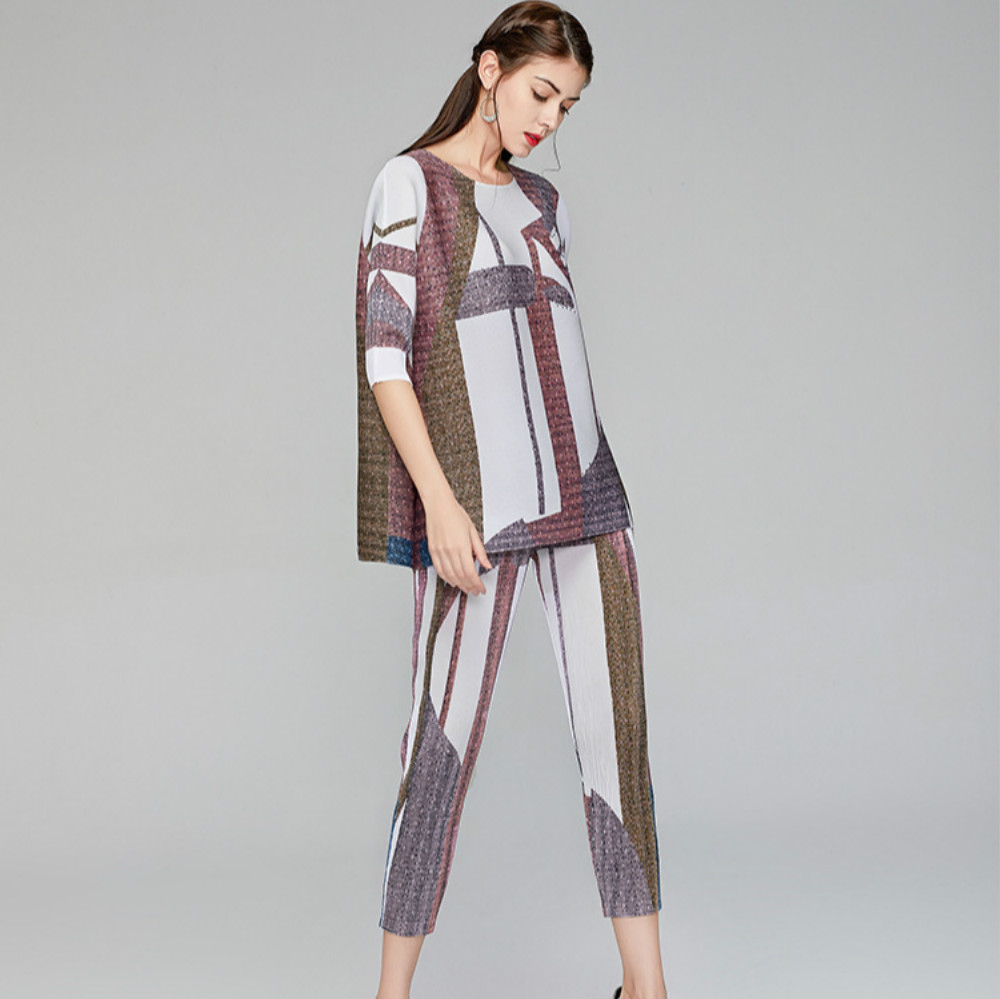 Plus Size Pant Suits For Women 45-75kg Summer Geometric Printed Round Neck Loose Top + Elastic Waist Miyake Pleated Pants Set