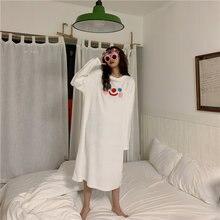 Дамская ночная рубашка с мультяшным смайликом вышитая плюшевая