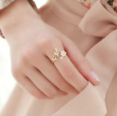 New Rings Fashion Twisted Rings Rhinestone Leaves Opening Rings For Women Accessories Ring Gold Ring Wholesale