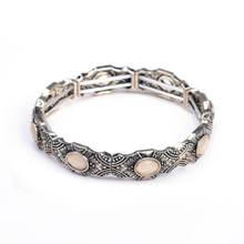Женский браслет с подвесками под старину серебристый эластичный