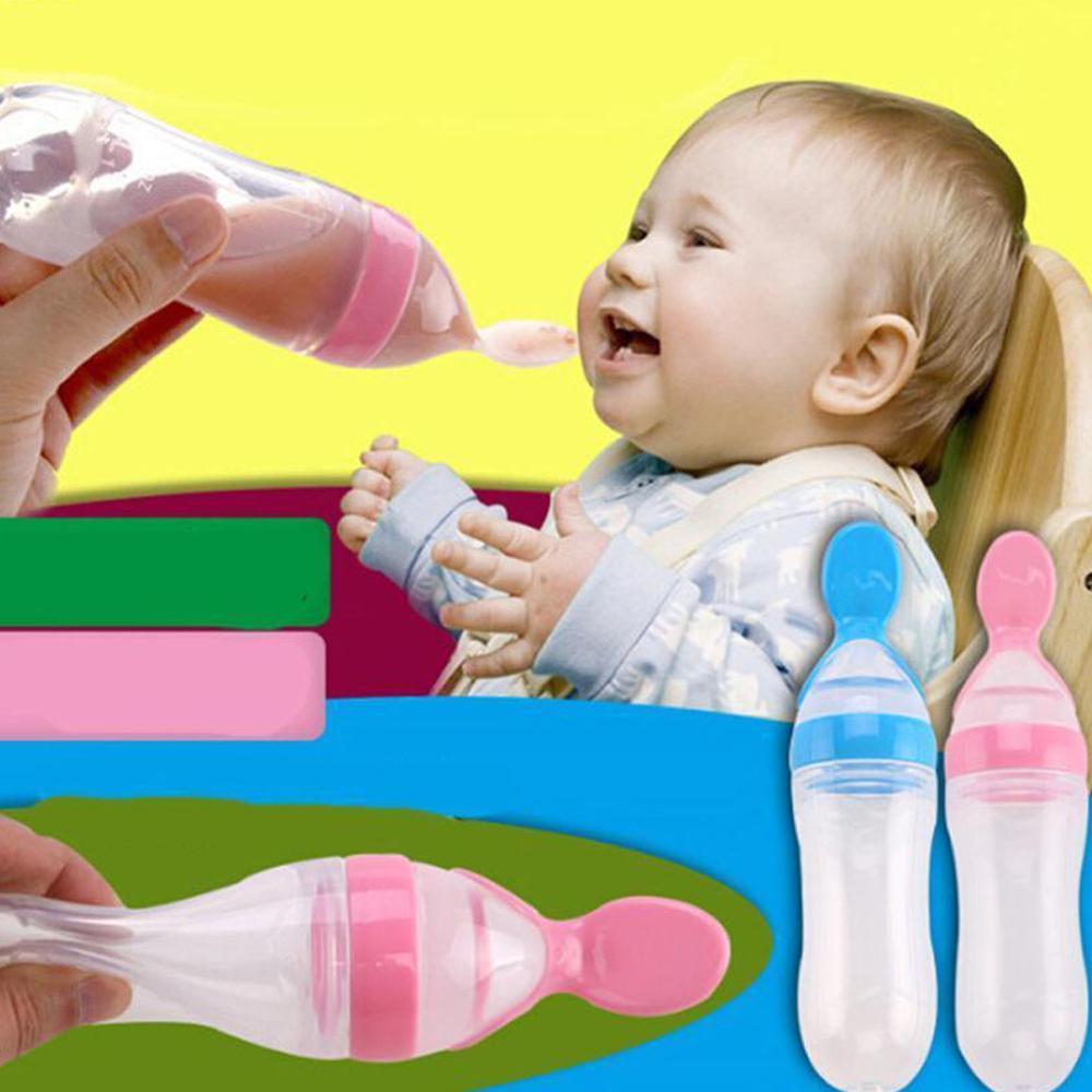 bambino in silicone di alimentazione con cucchiaio alimentatore cibo