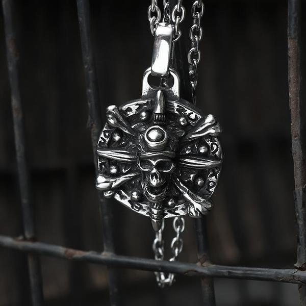 STAINLESS STEEL PIRATE SKULL RING