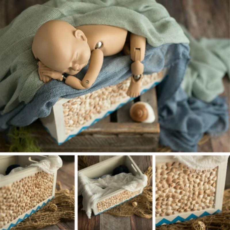 fotografia do bebe aderecos caixa de madeira conchas exterior infantil posando recipiente acessorios do bebe tiro