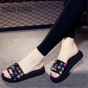 Image 5 - 2019 outside wear skid flat bottom slipper female version fashionable leisure slipper thick platform sweet beach woman shoes new