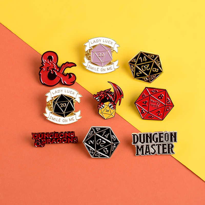 Dragon & dungeon Spilli Red Dragon Gioco logo Risvolto dello smalto Spille Distintivi e Simboli Poligono Dadi Decidere fate Spille Camicia sacchetto Dei Monili del sacchetto buona fortuna