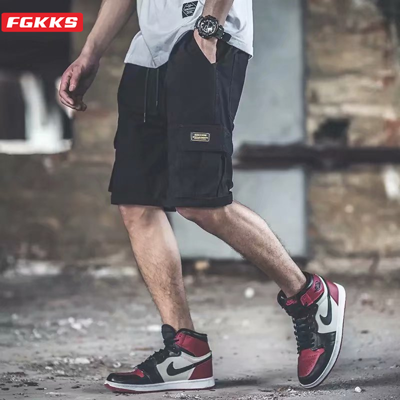 FGKKS Men's Fashion Cargo Shorts New Male High Quality Multi-Pocket Hip Hop Short Men Comfortable Streetwear Elastic Band Shorts