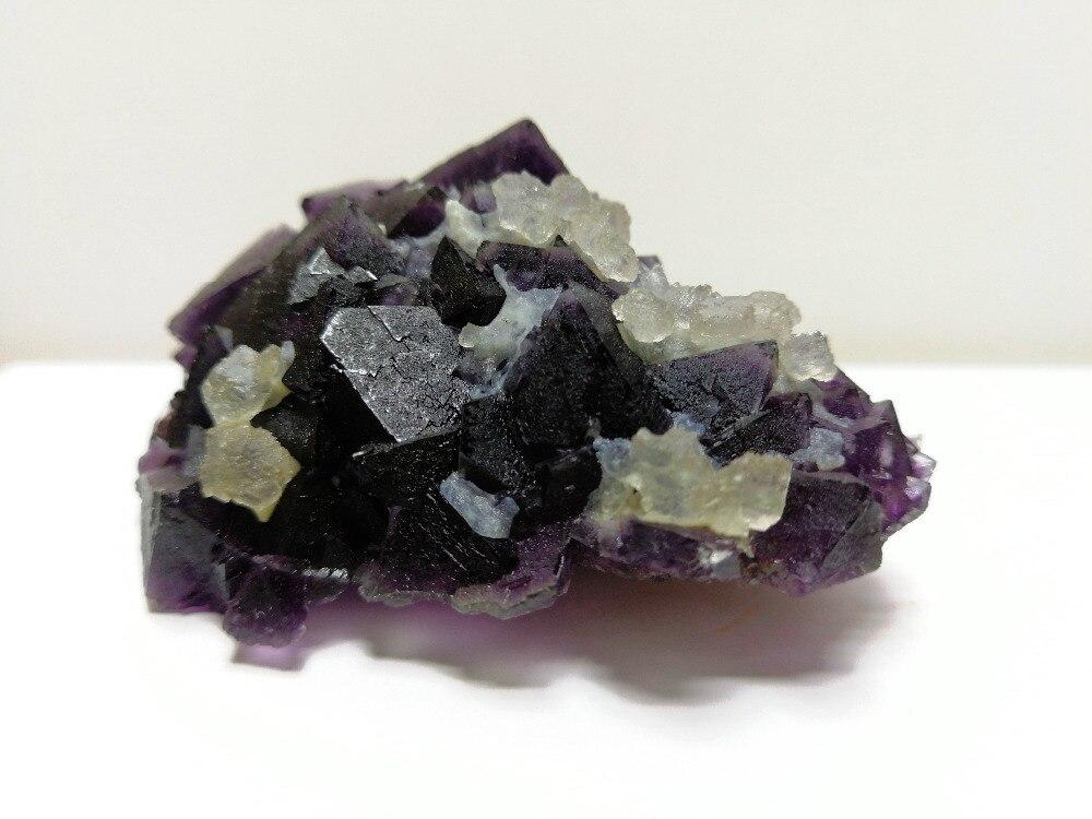114.3 gnatural roxo fluorite mineral espécime, cristal