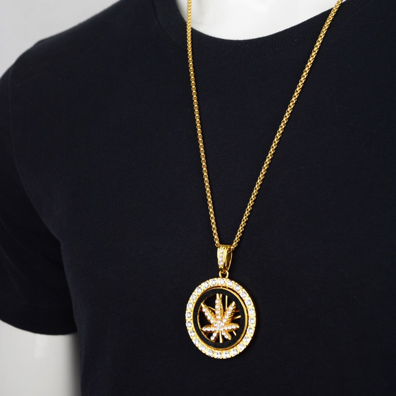 Купить с кэшбэком New Rotating Maple Leaf Disk Pendant Necklace for Men Gold Color Turn Pendent with Chain Necklace Fashion Jewelry Gifts