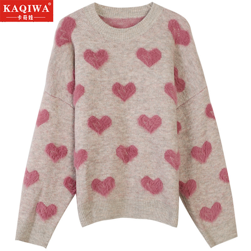 A new collection of faux marten jacquard hearts for autumn winter 2019 shows a heart-shaped, relaxed knit pullover sweater set