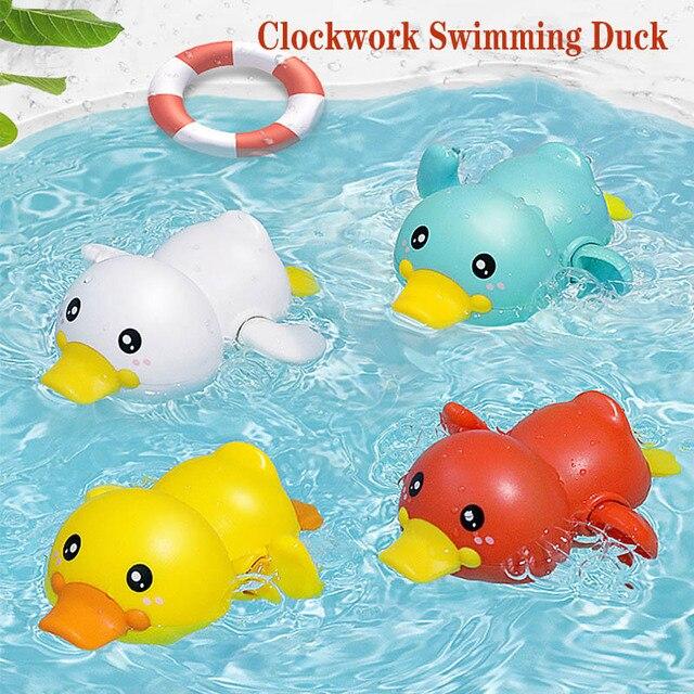 Mainan Clockword Swimming Duck Mengapung 1