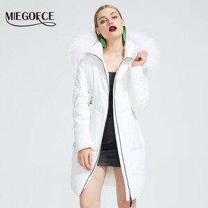 Image 2 - Miegofce 2019 새로운 겨울 컬렉션 자켓 여성 겨울 파카 모피 후드 패치 포켓 여성 코트 다른 특이한 색상