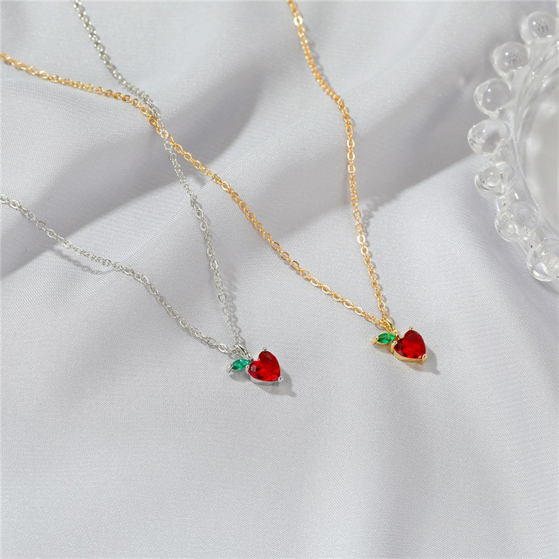 Lovely Red Apple Necklace For Women Summer fruit pendant Beautiful girl Chain simple student jewelry Gold Decoration Gitf