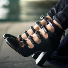 Черные пикантные кожаные модельные туфли-лодочки на высоком массивном каблуке с ремешком и пряжкой; босоножки; Туфли mary jane; женская пикантная модная обувь; buty damskie