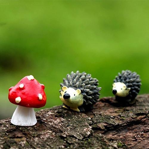 3Pcs/Set Garden Moss Resin Crafts Artificial Mini Hedgehog Red Dot Mushroom Miniature Fairy Ornament Hedgehog Decoration