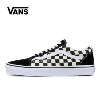 цена Original  Vans Old Skool Black Checkerboard and women's sneakers Vans Shoes Men Women Classic Skateboarding Shoes VN0A38G1P0S онлайн в 2017 году