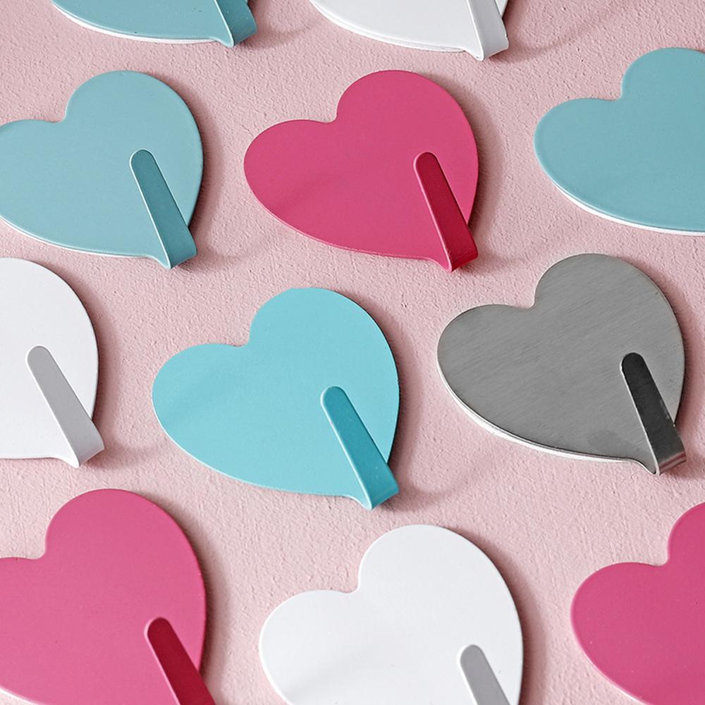 Симпатичный крючок в форме сердца, креативная металлическая прочная клейкая паста, настенный кухонный крючок, бесшовный крючок в форме сер...