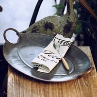 Europäische Retro Metall Tablett Mit Griff Handgemachte Vintage Lagerung Brot Tray Home Decor Garten Restaurant Geschirr & Platten Heim und Garten -