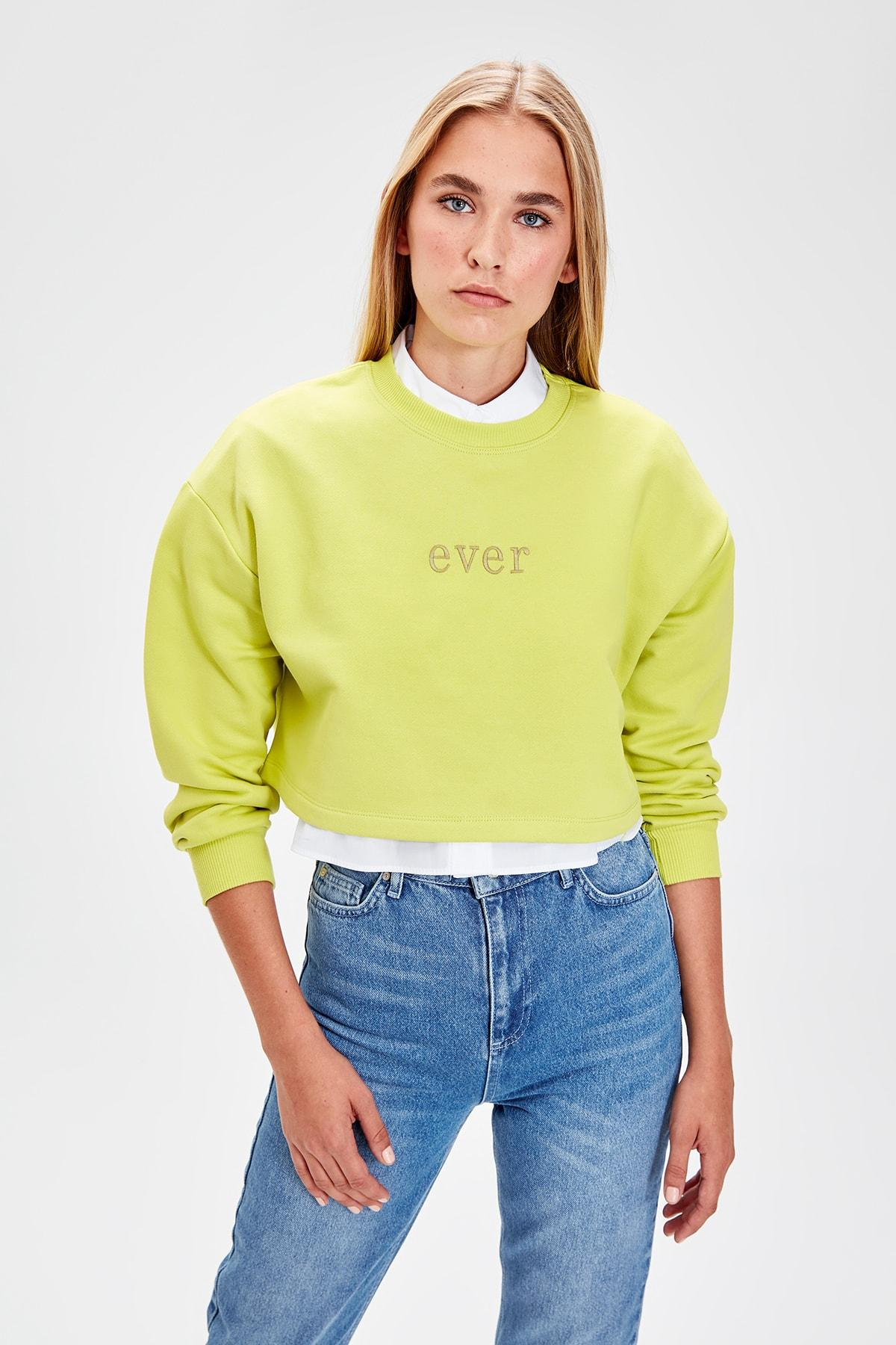 Trendyol Yellow Embroideried Crop Knitted Sweatshirt TWOAW20SW0145