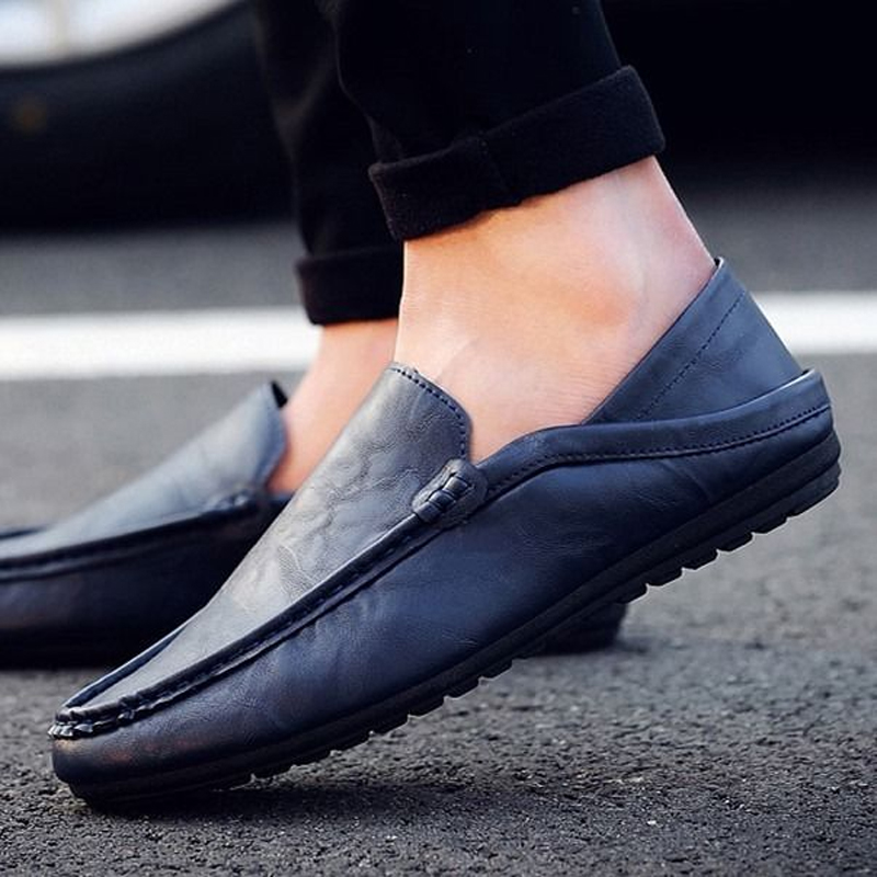 Fashion Leather Men Shoes Casual Breathable Loafers Patent Leather Men's Flats Driving Shoes Men Casual Slip-on Waterproof Shoes