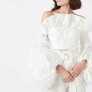Image 5 - Twotwinstyleシャーリングフリルブラウスレディースネックランタン長袖スリムショートシャツのための女性のファッションの服2020潮