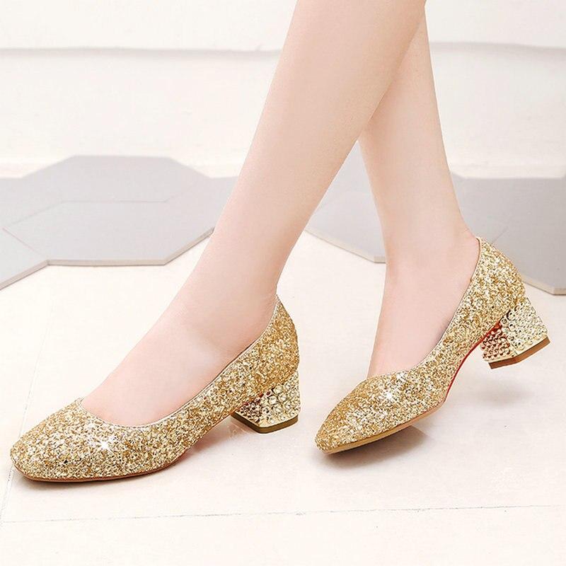 2020 женская обувь; сезон весна осень; туфли лодочки mary jane; модные вечерние женские туфли без застежки на низком квадратном каблуке с блестками; цвет золотой, серебряный, красный