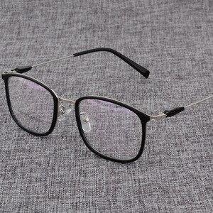 Image 4 - Montura de aleación para gafas cuadradas ultralivianas, graduadas para miopía, montura ópticas metálicas para hombre y mujer, D825