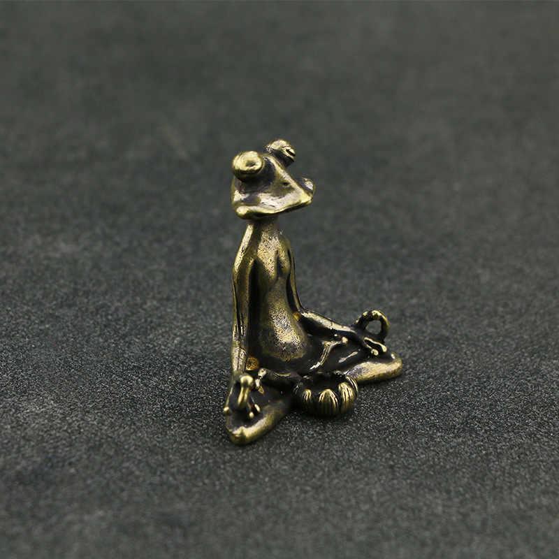Retro In Ottone Meditare Buddismo Zen Frog Statue Piccolo Ornamento di Rame Animale Scultura Bruciatore di Incenso Casa Desk Decorazione di Tè Pet
