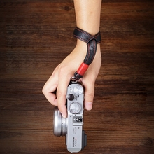 Originali Fatti A Mano Doppio side Addensare Vera cinghia di Cuoio Della Macchina Fotografica Cinturino Da Polso Della Mano Wristband per Sony Leica Canon Fuji Nikon Olympus