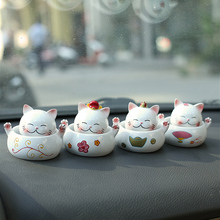Maneki Neko Japanese Style Lucky Cat Resin Cute Mini Car Decoration Home Craft Decor Accessories Cats