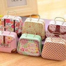 Clásica con flores tipo europea maleta forma Caja de almacenaje para dulces de boda Favor caja de hojalata Cable organizador personalizado Cable contenedor casa 6A0018