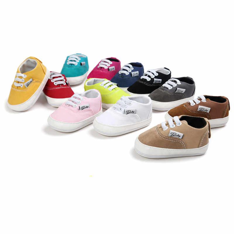 أحذية الأطفال حديثي الولادة والأولاد والبنات أحذية المشي الأولى أحذية رياضية كلاسيكية من القماش أحذية الأطفال حديثي الولادة نعل ناعم ومضاد للانزلاق