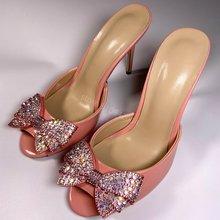 Marca de verão sexy couro feminino sandália rosa deslizamento em sandálias cristal bowtie salto alto chinelo vestido de festa sapatos 35-43 navio da gota