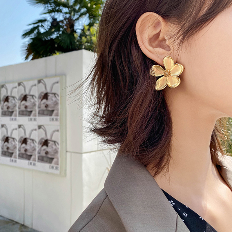 AENSOA Luxury Gold Silver Color Flowers Small Stud Earrings for Women Vintage Geometric Cute Floral Metal Earrings Jewelry Gift