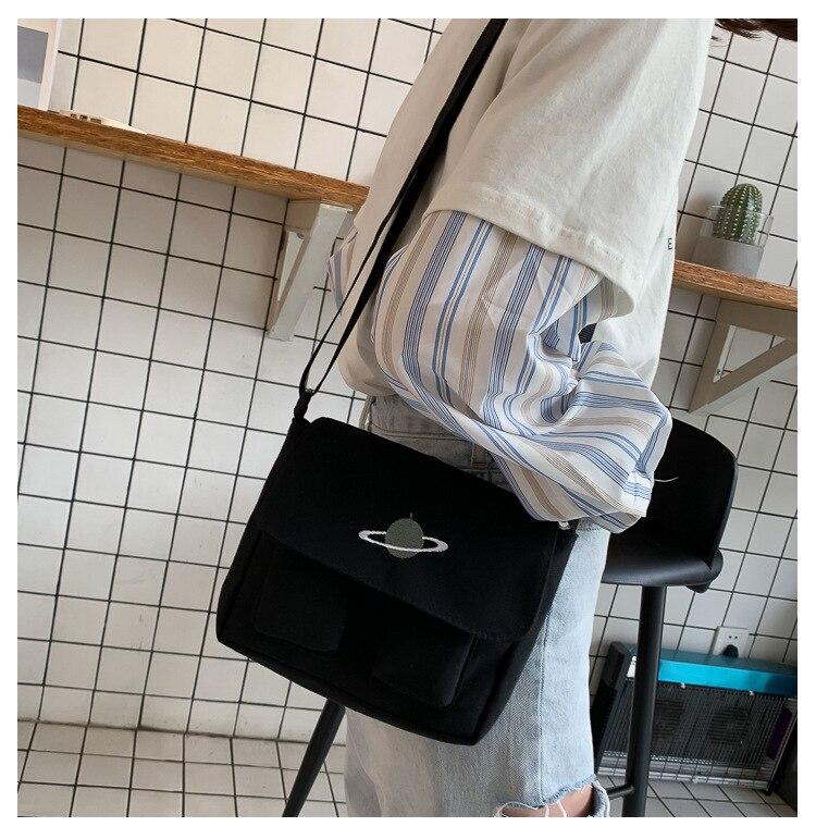 Korean Planet Canvas Bag Female 2020 Winter New Wild Student Shoulder Bag Large Capacity Multi-pocket Messenger Bag