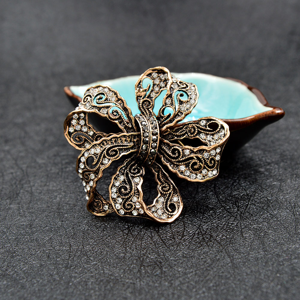 CINDY XIANG Rhinestone Bow Brooches For Women Vintage Fashion Bowknot Brooch Pin Retro Pattern Hollow-out Jewelry Good Gift 4