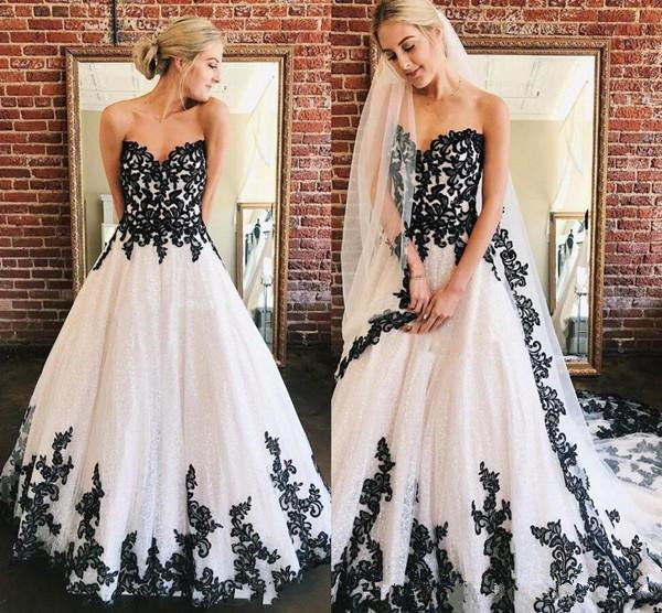 Vintage Black And White Gothic Wedding Dresses 2020 Retro Strapless Lace-up Corset Back Country Garden Wedding Bride Gown