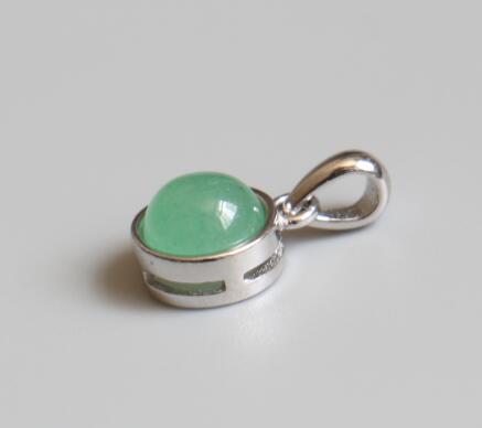 17.Green agate