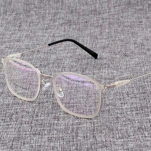 Image 3 - Montura de aleación para gafas cuadradas ultralivianas, graduadas para miopía, montura ópticas metálicas para hombre y mujer, D825