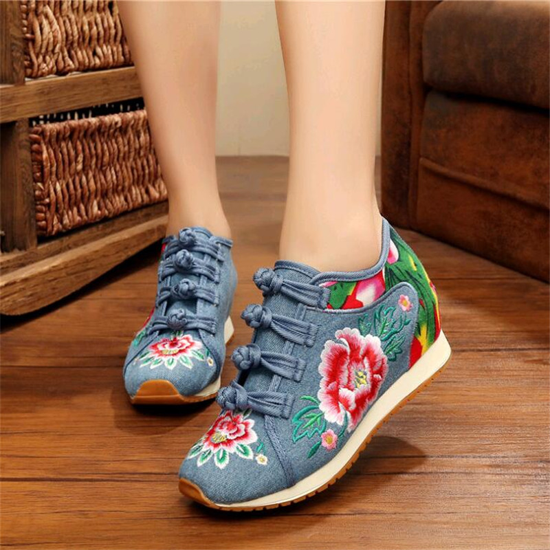 New Spring Women's Flower Embroidered Flat Platform Shoes Chinese Ladies Casual Comfort Denim Fabric Sneakers Shoes Dfv56