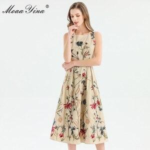Image 2 - MoaaYina moda tasarımcısı elbise ilkbahar yaz kadın elbise kolsuz çiçekler nakış zarif Midi elbiseler