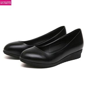 Image 1 - حذاء عمل كوري جديد ، حذاء أسود اللون ، حذاء عمل مستدير مناسب لجميع المباريات