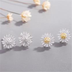 Cute Sweet Flower Stud Earrings 2020 New Fashion Delicate Small Daisy Earrings Female Elegant Ear Jewelry for Women Girl Gift