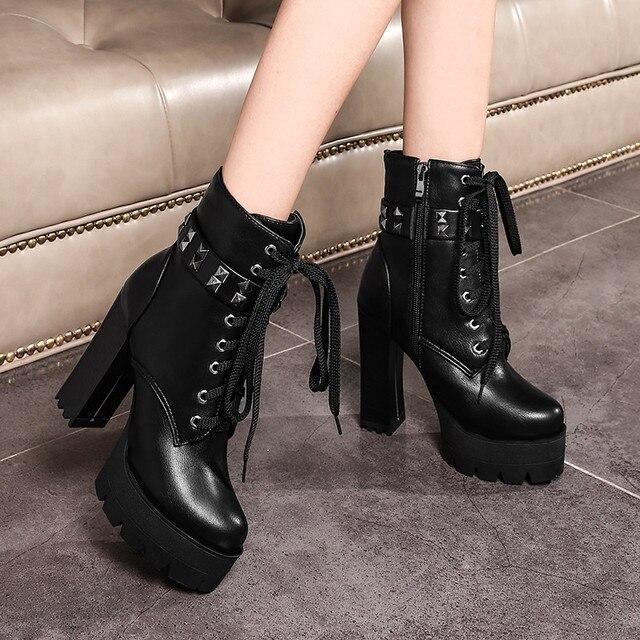 YMECHIC الخريف الشتاء الشرير القوطية روك الدانتيل يصل كتلة عالية الكعب منصة أحذية امرأة الأسود المسامير حزام حذاء من الجلد حجم كبير 43