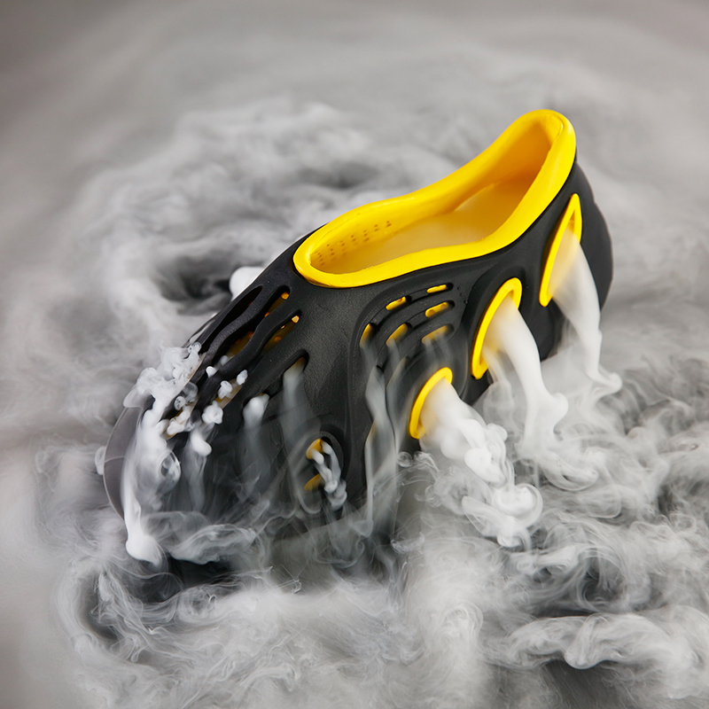 Summer Men's Sandals Slip On Breathable Water Beach Jelly Shoes Fashion Lightweight Yzy Slides Foam Run Men Clogs Big Size 40-45 2