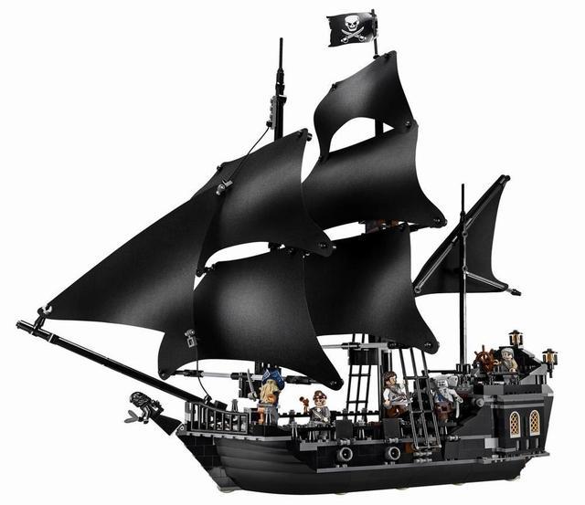 Black Pearl Ship Queen Anne's Revenge Pirates Caribbean Bricks legoinglys Pirates Ship Boat Model Building Blocks Gifts Toys