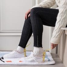 1 sztuk Lazy Shoe Helper Unisex obsługiwane łyżka do butów łatwe włączanie i wyłączanie butów podnoszenie nosić buty pomocnik podnośniki leniwy łyżka do butów podnośnik do butów tanie tanio Wieszak na buty Z tworzywa sztucznego