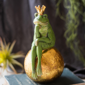Crown Frog Prince Sitting On A Golden Stone Thinking Statue Home Decor Crafts Room Objects Princess Resin Figurines Wedding Gift