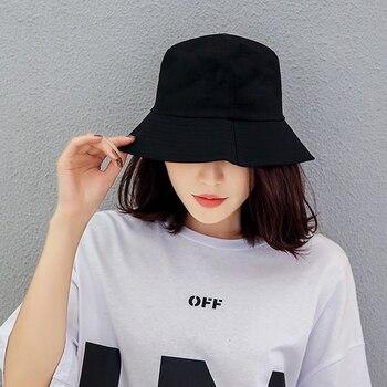 כובע לנשים בצבע שחור